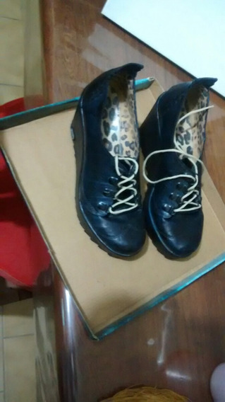 Zapatos Cerrados Con Plataforma Y Acordonados...