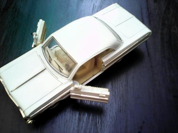 Carrinho Impala 1961 Escala 1:24 Saica-china Tam.18x7x5 Cm