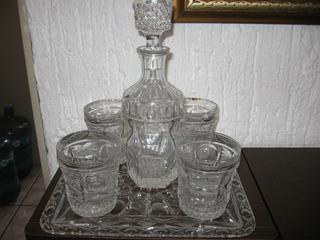 Juego De Licorera, Charola Y 4 Vasos De Cristal Cortado