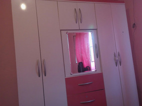 Guarda Roupa Rosa E Branco Com Espelho.