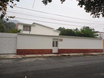 Casa En Venta Barrio Sucre Maracay. 16-6478 Ndd