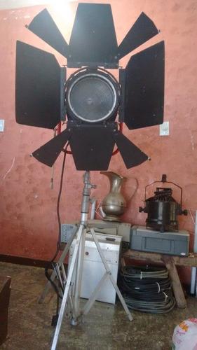 Refletor Profissional Fresnel Telem 3822 2000w Tripé Luva