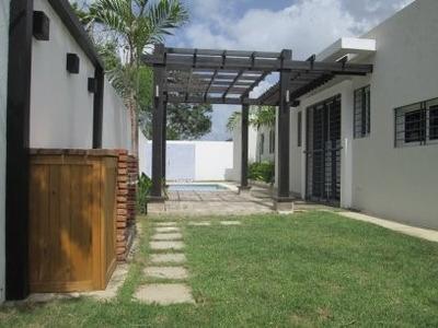Br 809 Renta Casa Con Piscina En Gurabo 4 Hab 4 Banos