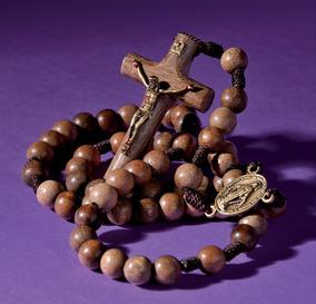 Terço No Cordão Chagas De Cristo Em Madeira Imbuia Lançament