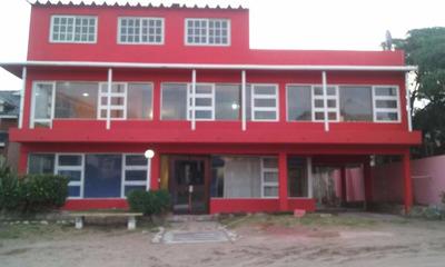 Hotel En Villa Gesell Para Jovenes Y Familias.