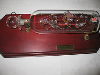 Botella De Cristal Con La Carabela La Pinta En El Interior