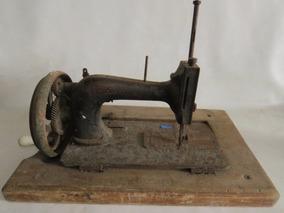 Centenária Máquina De Costura Manual