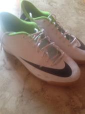 5076505e197 Tênis Futsal Nike Mercurial Adulto Nº40 Verde E Branca Usada