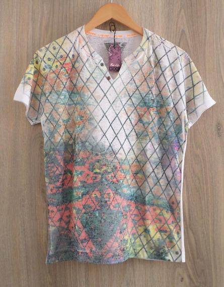 Camiseta Dixie - Slim - Detalhe Botão - Estampada