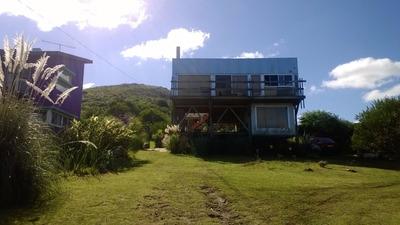 Casa En Dos Plantas En El Cerro De Los Burros