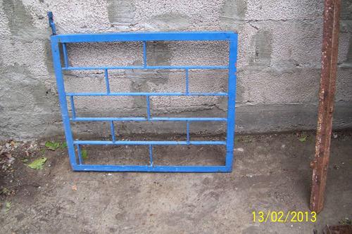 Porton Azul 70 Cm X 60 Cm Alto C Pernos Y Pasador