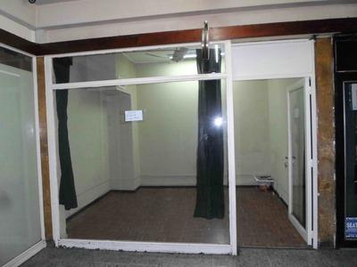 Local En Galeria Ideal Oficina Deposito Retiro - San Nicolas