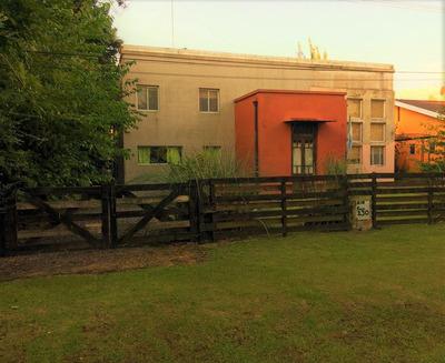 Casa En Venta En Parque Exaltacion. 5 Ambientes!