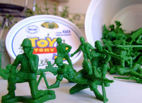 Soldados Toy Story Balde De Soldados Yellow - 12 Unidades