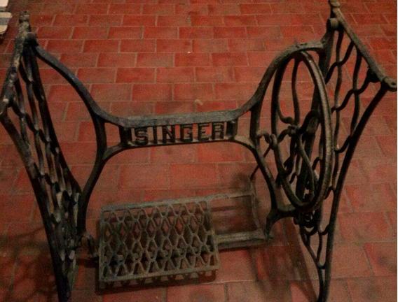 Pé Máquina De Costura Antiga