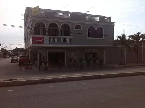 Casa Via A La Costa Con Locals Comercials A Lado De Pto Azul