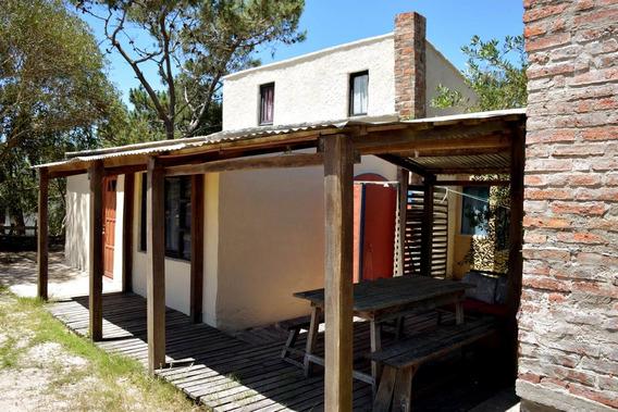 Casa En Valizas, 3 Dormitorios A 2 Cuadras De La Playa