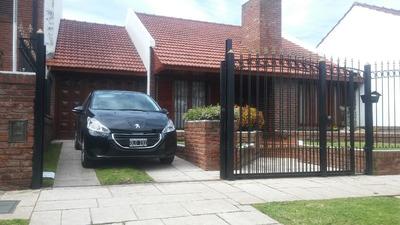 Chalet 5 Ambientes, Con Garage Para 2 Autos Y Patio