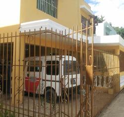 Muy Buena Casa De Dos Niveles, Villa Mella