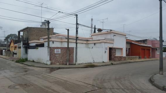 G. Artigas Esquina A. Saravia.-