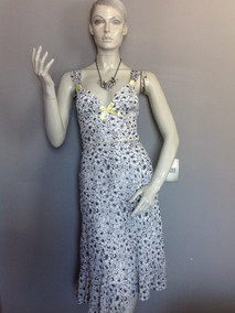 Po Vestido Blanco Con Flores Negras De Gasa, Talla Xs.