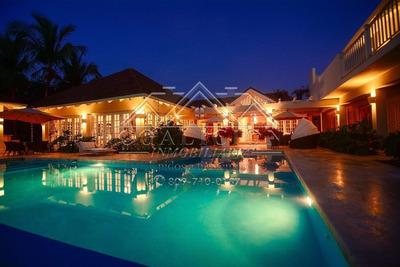Vende Hermosa Villa 10,000 Mts2 En Punta Cana En La Playa