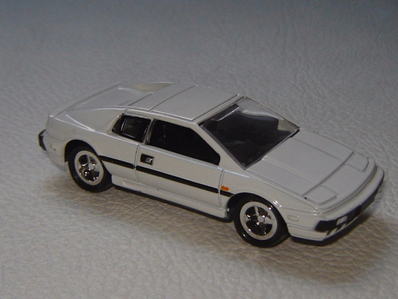 Johnny Lightning: Lotus Esprit (007)