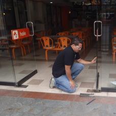 Reparación Urgente Puertas De Vidrio Tipo Bancaria