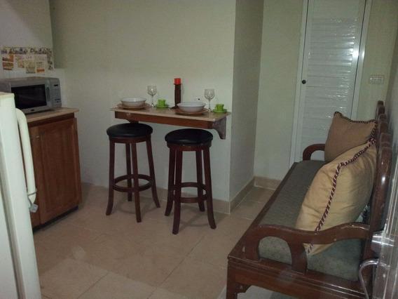 Intimos Apartamentos Amueblados,en Alquiler, Zona Colonial