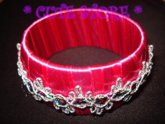 Pulseira De Fita Rosa Com Apliques Coloridos