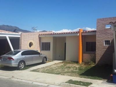 H.a Townhouse En Venta En Sabana Del Medio