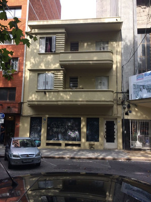 Local Comercial Más Apartamento. Oportunidad A Metros De 18