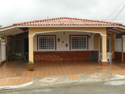 Linda Casa Unifamiliar En Panama De 4 Recamaras Con Garita!