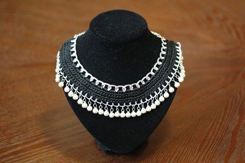 Collar Tejido Color Negro Con Cristal Perla
