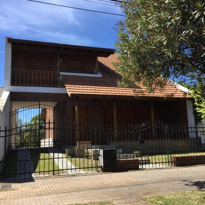 Casa Monte Hermoso 3 Dormitorios, 2 Baños, Cochera Doble