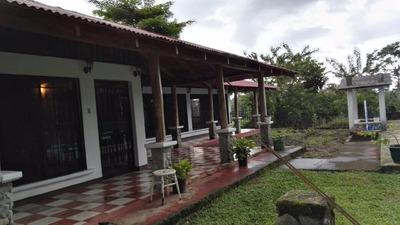 Vendo Amplia Y Hermosa Casa Con Piscina.