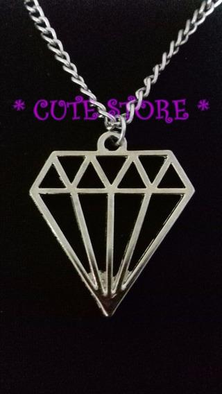 Colar Pingente Formato De Diamante Prateado