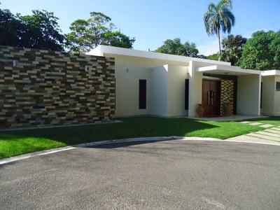 Casa En Venta En Proyecto Cerrado Santiago