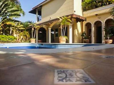 Esta Casa Te Va A Enamorar Es Hermosa En Un Residencial