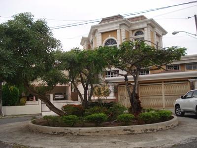 Venta - Casa - Los Pinos - Arroyo Hondo - 900 Mts-us$850,000