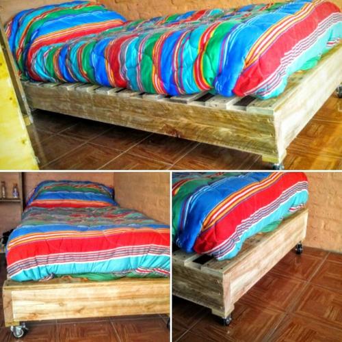 Imagen 1 de 6 de Cama Sofa Pallet  Madera ( Rustica Lijada Y Pintada)
