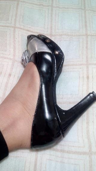 Zapatillas De Charol Con Moño Talla 4