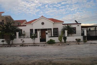 Casa De Tres Habitaciones En Pueblo Bavaro Oportunidad