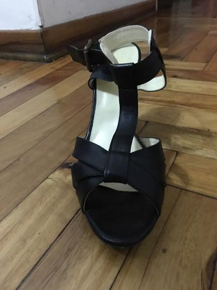 Sandalias Negras De Cuero Viamo