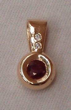 Pendiente 14k Oro Amarillo De Rubi Con Diamantes