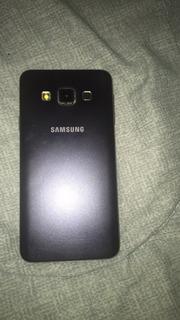 Galaxy A3 Liberado Con Pequeño Detalle En El Gorila Glass
