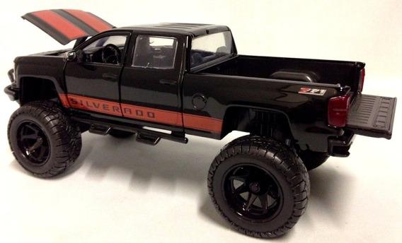 Pick-up Chevy Silverado Off-road 1:24 Jada Preta Truck Ford