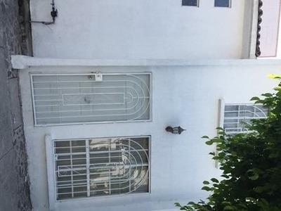 Bonita Casa En Venta. Geo Plazas. Rcv161107-lv