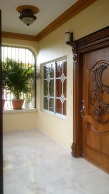 Hermosa Casa En Urbanizacion Cerrada En Jarabacoa,