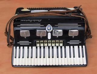 Acordeon Piano Paolo Soprani 120 Bajos 7 Registros